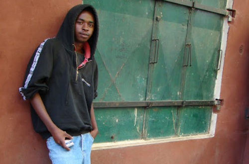 Article : Ezaka, vendeur ambulant de téléphones à Tana