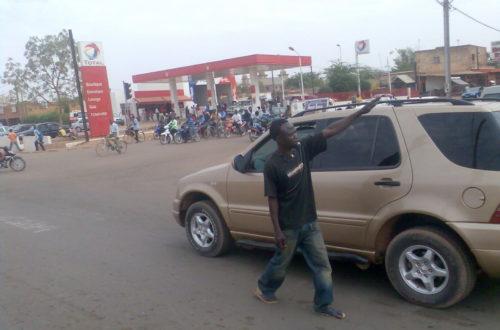 Article : Les jeunes qui dirigent la circulation à Ouaga