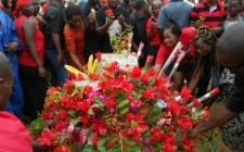 Défilé en noir et rouge en l'honneur des jeunes martyrs de Dapaong, en lieu et place de la célébration du 1er Mai