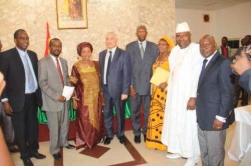 Article : Guinée: quand les politiques sont otages de leurs intérêts…