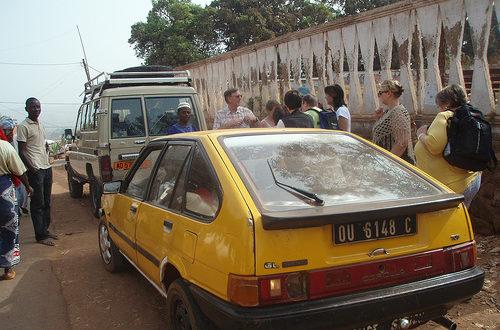 Article : Le chauffeur, le client et le flic : scènes de taxi camerounaises