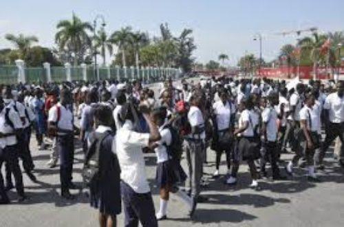 Article : Des écoliers haïtiens à la manif…