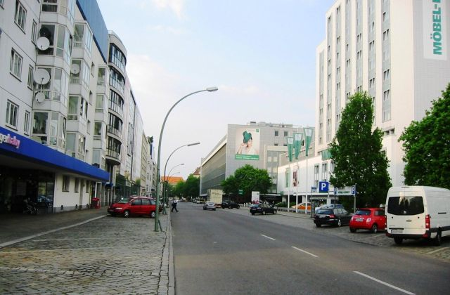 Berlin-Tiergarten_Genthiner_Straße