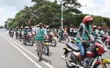 Les-motards-sont-presque-les-seuls-à-défiler-visages-radieux2