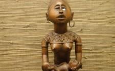 Musée_royal_d'Afrique_centrale_-_Figurine_de_mère_et_enfant,_utilisé_ea_pour_le_culte_des_ancêtres,_Yombe,_Congo-Kinshasa