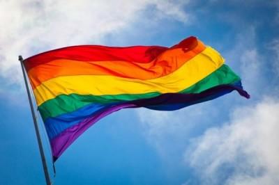 drapeau-gay-au-vent-500x333