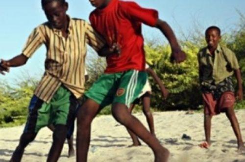 Article : Ils transforment leurs cahiers en ballon de foot