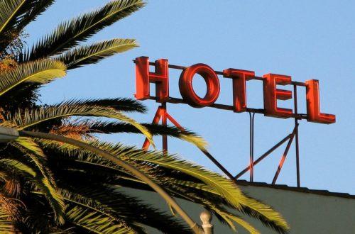 Article : Dieu ne se trouve pas à l'hôtel