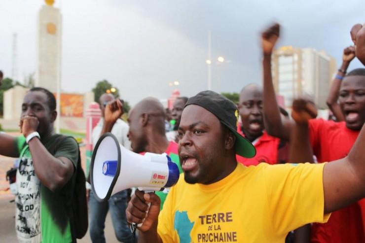Des manifestants crient des slogans contre le Régiment de sécurité présidentielle à Ouagadougou, le 16 septembre 2015