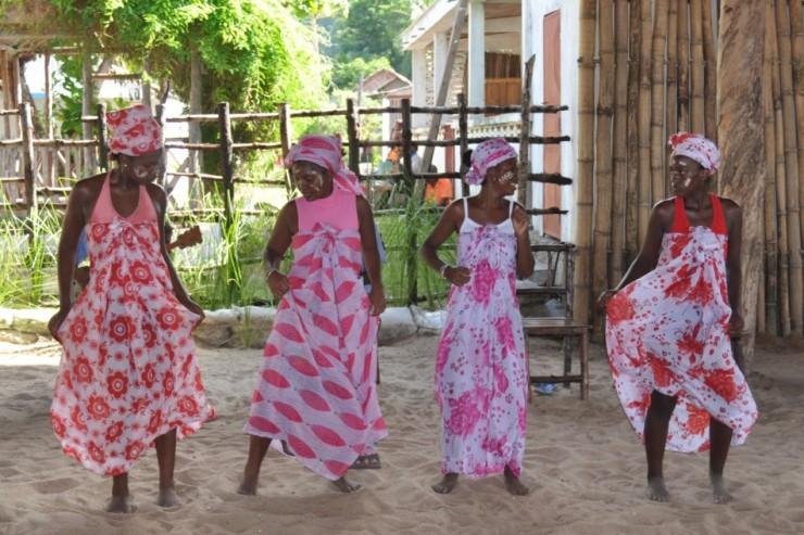 Dance et chant à Npzy Komba