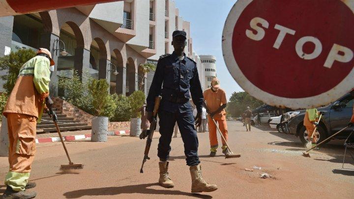 l'état d'urgence au Mali : entre rire et colère