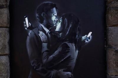 image d'un couple avec des smartphones