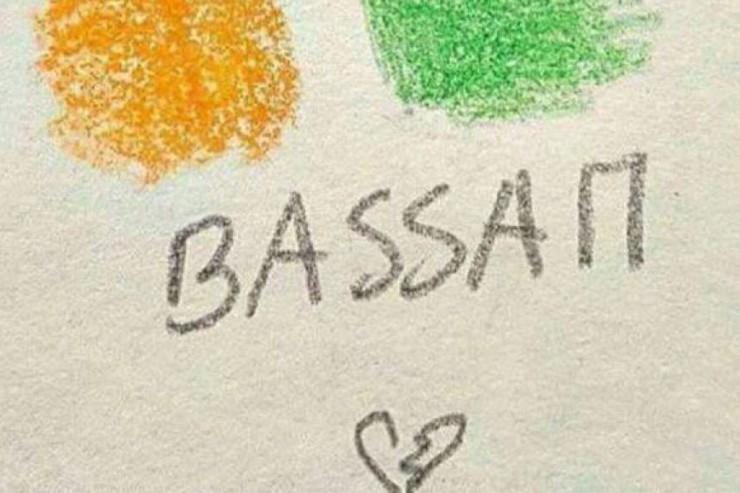 """""""bassam"""" écrit au crayon avec un coeur"""