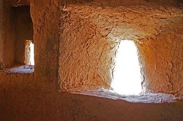 fenêtre dans architecture de terre