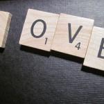 """love"" en lettre de Scrabble."