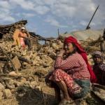 Famille sur des décombres