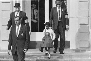 Ruby Bridges sur les marches de l'école
