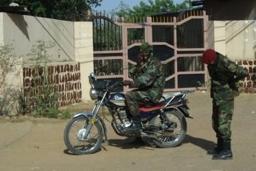 un militaire au Tchad