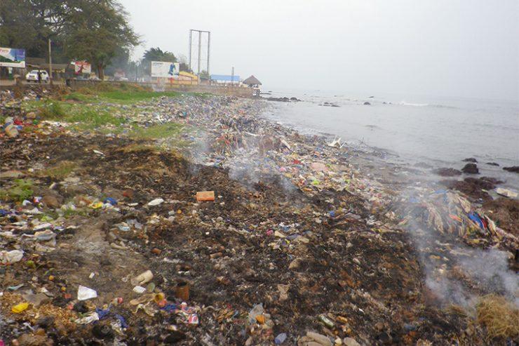 Sur le littoral, les déchets s'accumulent