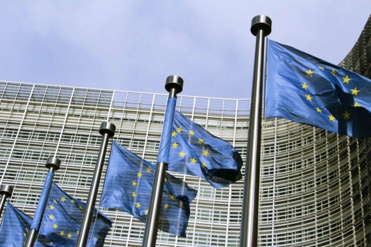 Drapeaux de l'UE flottants