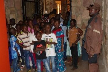 groupe d'enfants au musée