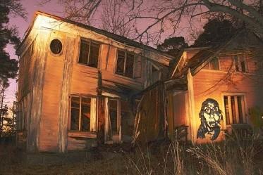 des maisons effondrées dont on ne connaît pas les propriétaires