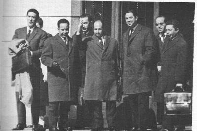 Délégation du GPRA (à sa tête, Krim Belkacem) lors de la signature des accords d'Évian