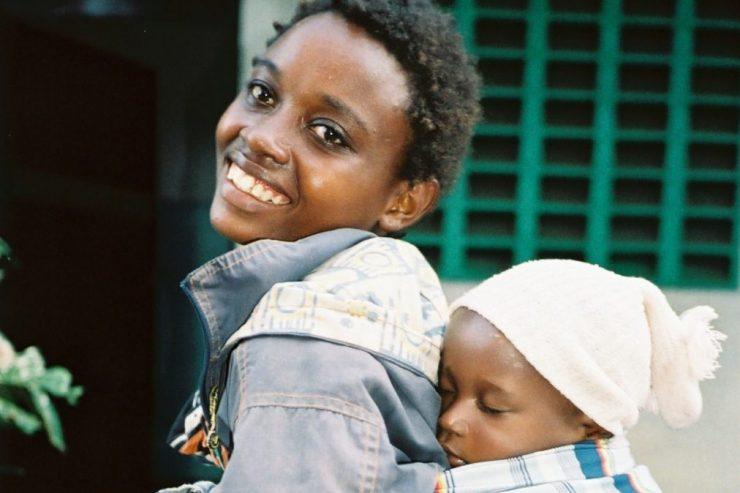 une jeune femme et son enfant