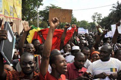de jeunes manifestants à Bamako