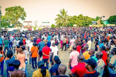 une foule ivoirienne