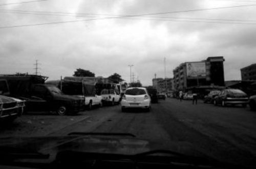 Article : A Abidjan, le parking s'est transporté sur la route