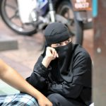 Une femme en burqa