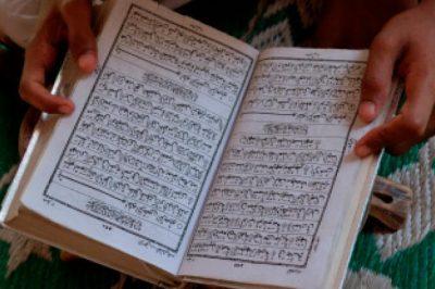 livre ouvert ,textes religieux