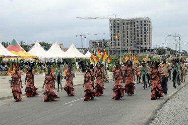Défilé pour la journée des droits des femmes au Cameroun