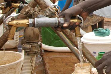 La pénurie d'eau au Niger renforce les inégalités.