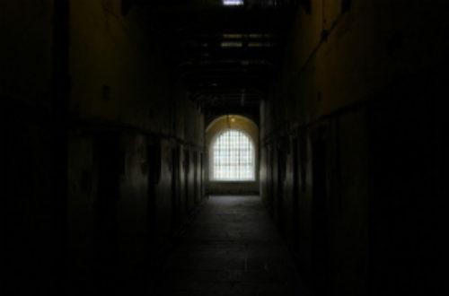 Article : Douala : à 17 ans, Maxime croupit derrière les barreaux pour tentative de vol