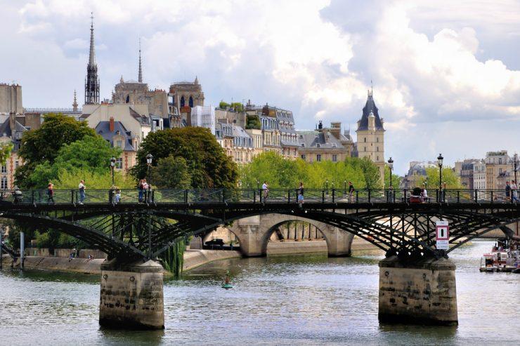 paris-pont-des-arts-seine-cathedrale-notre-dame