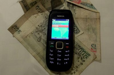 mobile-money-telephone-portable-argent-billet