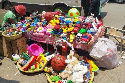 Vendeur-jouets-occasion-Tana