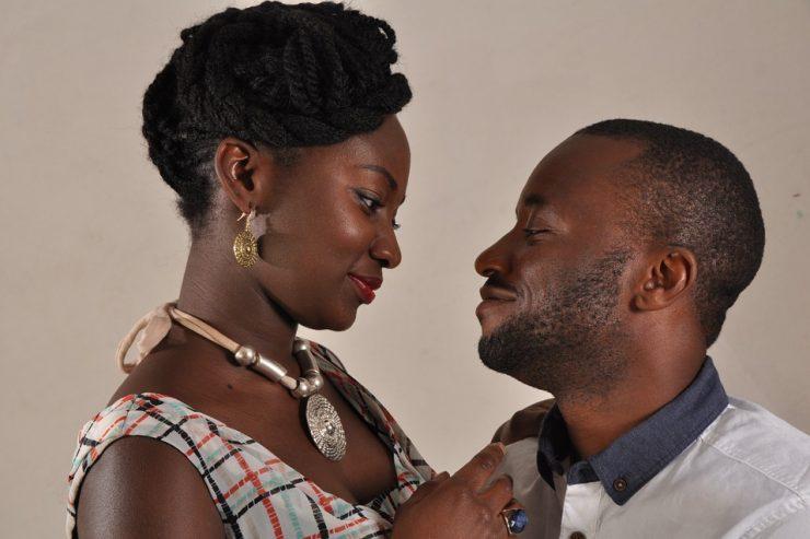 jeune-couple-noir-maries