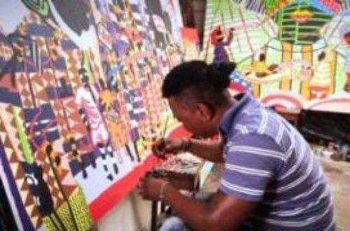 Article : Boris Nzebo à Abidjan : les coiffures des femmes servent à interroger les sociétés africaines