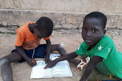 enfants-garcons-noirs-africains-mali-rue-
