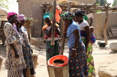 femmes-africaines-cereales-travail