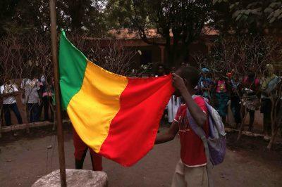 drapeau-mali-jeune-jeunesse-enfant-enfance