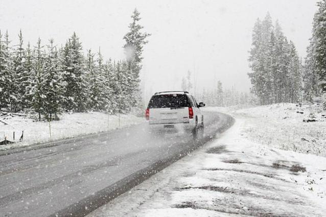 autostop-voiture-neige-route-hiver