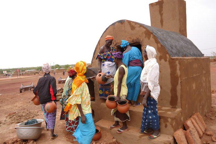 femmes-africaines-afrique-travail-exterieur