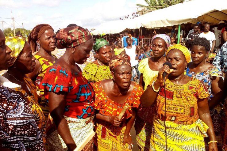 danse-mognin-bonoua-cote-ivoire-femmes-popo-carnaval-traditions