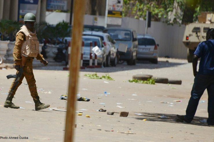 attaque-terroriste-soldat-burkina-faso-armee-militaire-rue