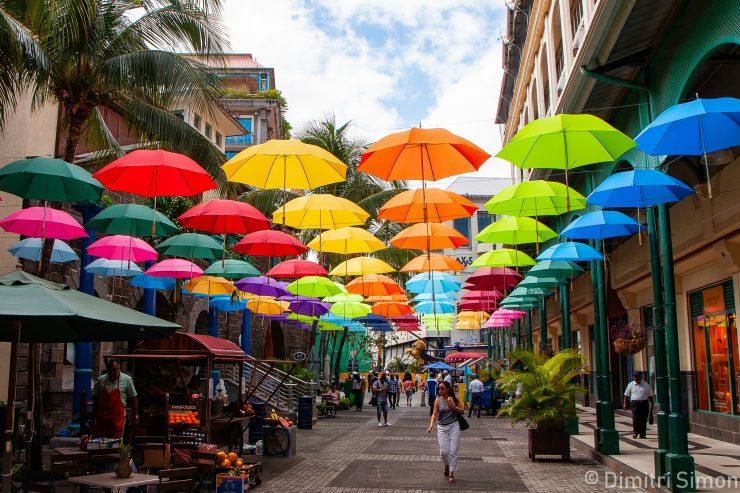 ile-maurice-port-louis-rue-parapluies-exterieur
