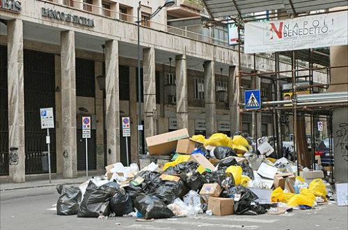 Article : Monsieur le Directeur, notre poubelle est cassée
